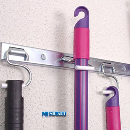 http://www.nilart.com.br/galeria/suportes-porta-vassouras-em-chapa-de-aco-750.130-1.jpg